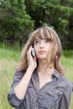 A estudante fala pelo telefone móvel Foto de Stock