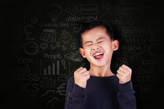 Estudante feliz Boy Shout com alegria da vitória Fotos de Stock