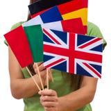 Estudante Female com bandeiras internacionais fotos de stock