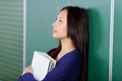 Estudante fêmea nos pensamentos Fotografia de Stock Royalty Free
