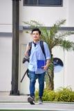 Estudante masculino Walking da minoria impassível da universidade imagens de stock