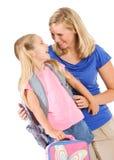 Estudante: A menina e o pai compartilham de um riso antes de sair para fotografia de stock royalty free