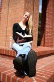 Estudante na faculdade imagens de stock royalty free