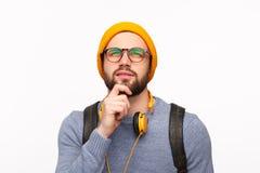 Estudante na moda pensativo que olha afastado no projeto fotografia de stock