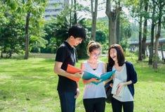 Estudante novo Asian Group Teenager fotos de stock