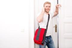 Estudante ocupado que vem em casa Imagens de Stock Royalty Free