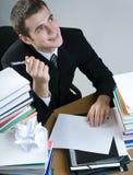 Estudante ou escrita do homem de negócios algo no papel em branco Imagem de Stock Royalty Free