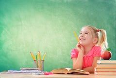 Estudante pequeno Thinking In Classroom imagem de stock royalty free