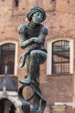 Estudante pobre da escultura na fonte Fotografia de Stock Royalty Free