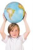 Estudante que aprende a geografia com globo Fotos de Stock