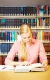 Estudante que faz trabalhos de casa Foto de Stock Royalty Free