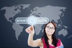 Estudante que pressiona uma tecla 'Iniciar Cópias' ao futuro Imagem de Stock