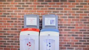Estudante que recicla a desperdícios filme