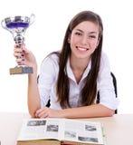 Estudante que sorri com um troféu Fotografia de Stock Royalty Free