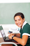 Estudante que usa o portátil fotografia de stock royalty free
