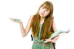 Estudante Teenaged no vestido verde com brochuras - eu n?o sei fotografia de stock royalty free