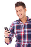 Estudante Texting no telefone de pilha fotografia de stock royalty free