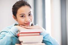 Estudante universitário asiático imagens de stock royalty free