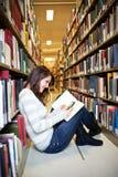 Estudante universitário da raça misturada foto de stock royalty free