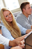 Estudante universitário fêmea de sorriso fotografia de stock royalty free