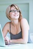 Estudante universitário/mulher de negócios bonitos Fotografia de Stock Royalty Free