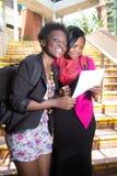 Estudantes afro-americanos lá na maneira à faculdade Imagem de Stock