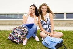 Estudantes bonitos e felizes Imagem de Stock Royalty Free