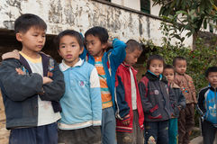 Estudantes chineses da escola preliminar foto de stock