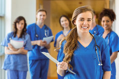 Estudantes de Medicina que sorriem na câmera Fotografia de Stock