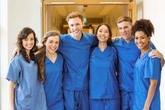 Estudantes de Medicina que sorriem na câmera Fotos de Stock