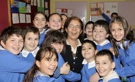 Estudantes e professor felizes na sala de aula Fotografia de Stock