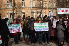 Estudantes e professores com slogan em defesa da academia de Timiryazev Fotos de Stock Royalty Free