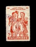 Estudantes e selo do departamento, 50th aniversário do sistema educativo de Filipinas em 1951, cerca de 1952, Imagens de Stock Royalty Free