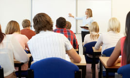 Estudantes e tutor na classe fotografia de stock royalty free