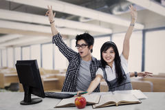 Estudantes entusiasmado da High School na classe Fotografia de Stock