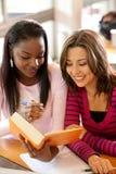 Estudantes fêmeas Fotos de Stock