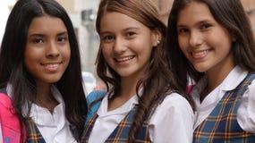 Estudantes fêmeas adolescentes felizes fotos de stock royalty free