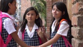 Estudantes fêmeas da minoria triste que vestem fardas da escola fotografia de stock