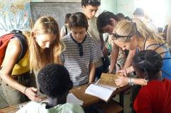 Estudantes francesas da visita em Burkina Faso Imagem de Stock Royalty Free