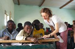 Estudantes francesas da visita em Burkina Faso Foto de Stock