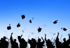 Estudantes internacionais diversos que comemoram a graduação fotografia de stock