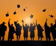 Estudantes internacionais que comemoram a graduação foto de stock royalty free
