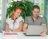 Estudantes masculinos e fêmeas Foto de Stock