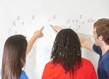 Estudantes na matemática imagens de stock