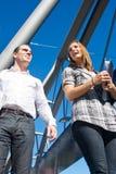 Estudantes na ponte Fotografia de Stock Royalty Free