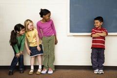 Estudantes na sala de aula foto de stock
