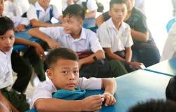 Estudantes novos que esperam o registro em sua semana da orientação Foto de Stock Royalty Free