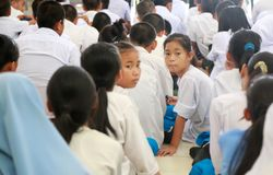 Estudantes novos que esperam o registro em sua semana da orientação Foto de Stock