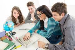Estudantes que aprendem Imagem de Stock Royalty Free