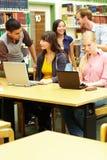 Estudantes que aprendem junto Fotografia de Stock Royalty Free
